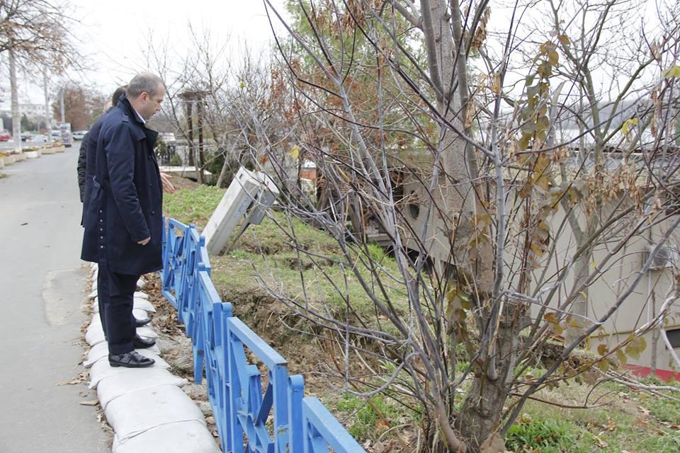 primarul Ionut Pucheanu privind ravena de pe Faleza